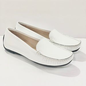 Stuart Weitzman 8 W white patent leather loafers